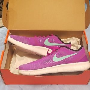Nike 7 youth fits 8.5 womens